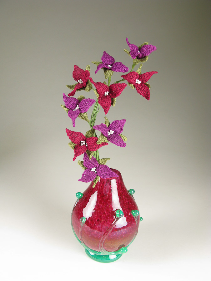 http://carriewolf.net/blogimages/Carrie-Wolf-crochet-fiber-art-wildflower-trillium-wolfartglass-rose-bud-art-glass-vase.jpg