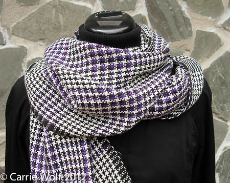 Carrie Wolf - Rigid Heddle Weaving Pattern - Graphic Houndstooth Purple Black and White